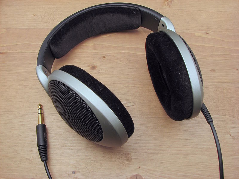 wired headphone sennheiser hd555