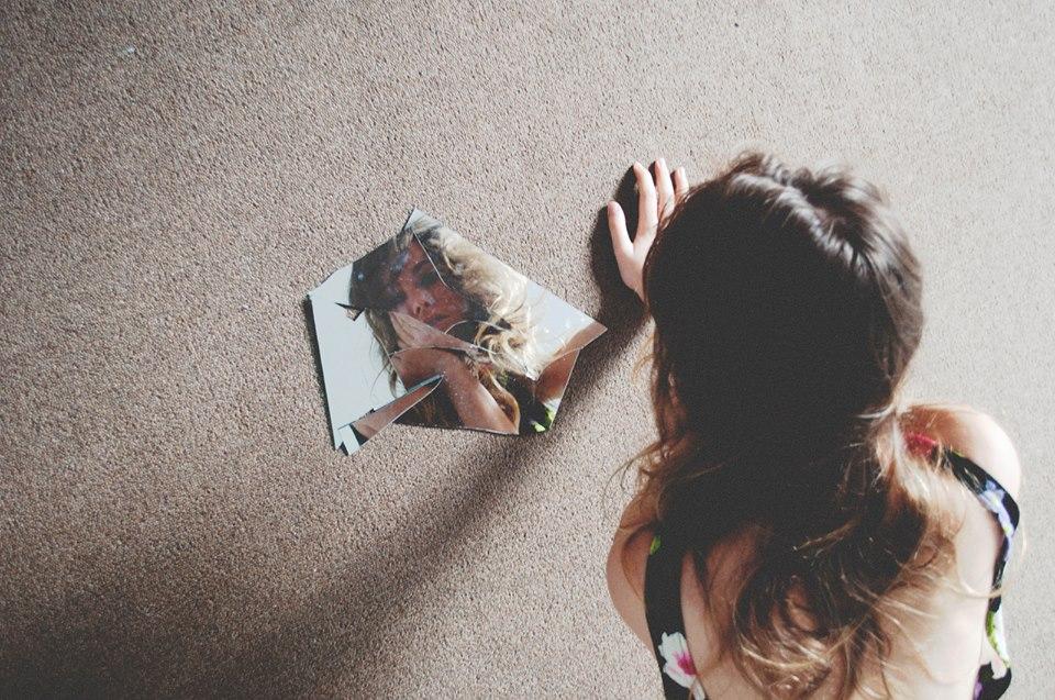 introspeksi diri girl mirror