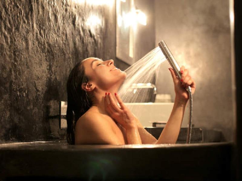 girl shower bathroom mandi