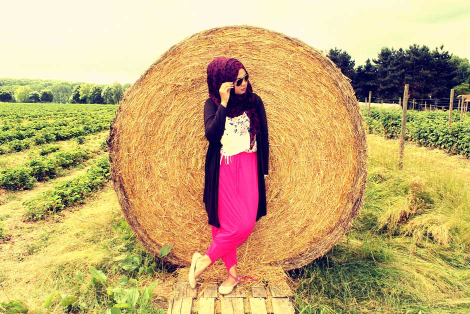 girl jilbab nature field