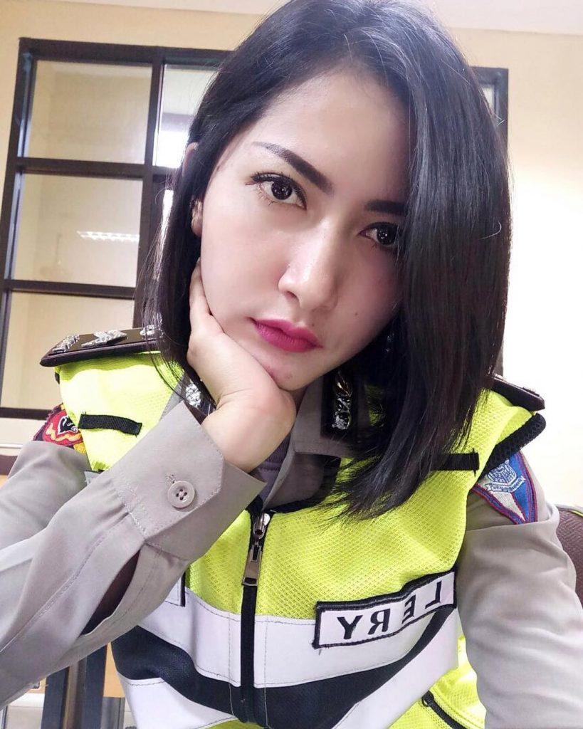 polwan wanita cantik polisi