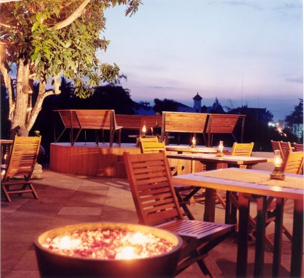 restaurant outdoor dinner romantic valentine