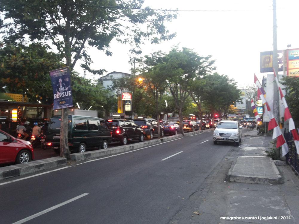 jogja macet car traffic jam