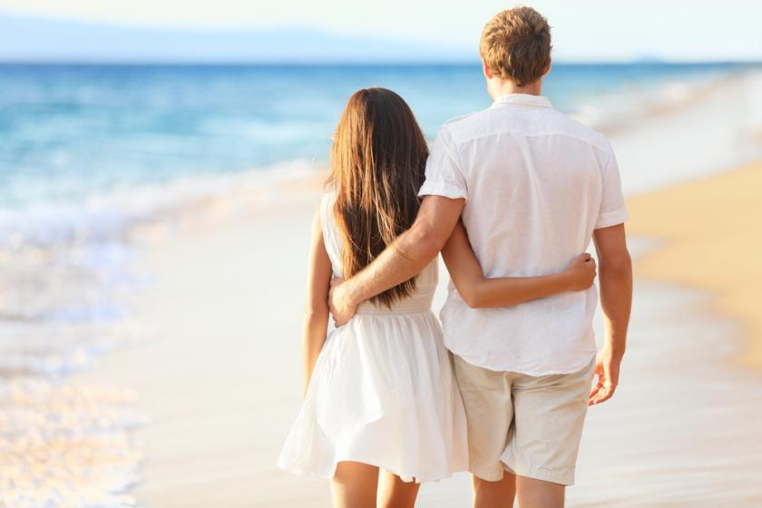 couple beach white hug