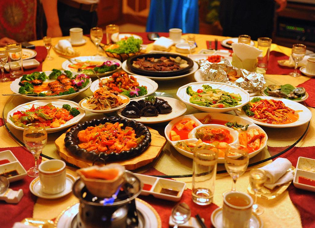 wisuda mahasiswa jogja kuliah prasmanan bancakan makan bersama pesta