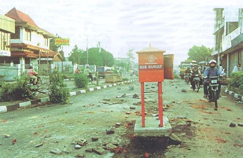 Kerusakan jalan Gejayan akibat kerusuhan 1998