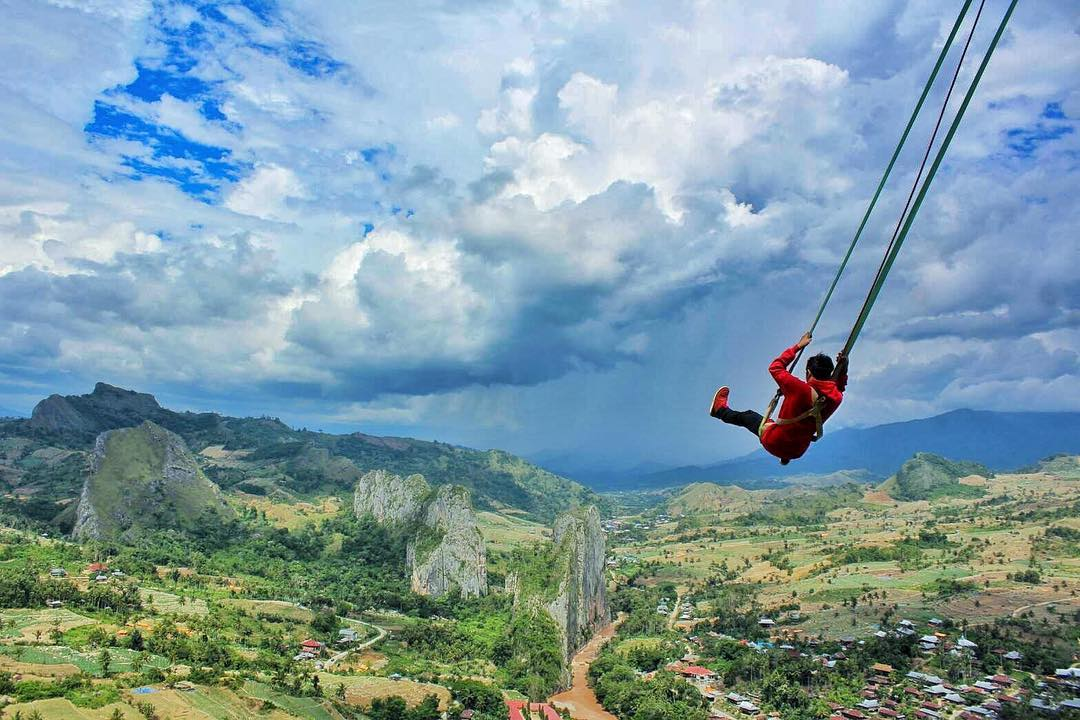ayunan wisata ekstrim hammock travel traveler traveling alay indonesia instagramable instagram kekinian sky landscape