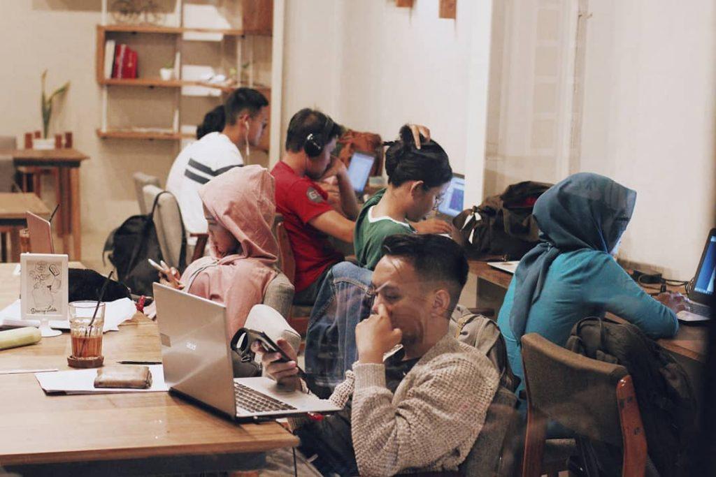 coffee shop jogja leiden nongkrong belajar people student leiden skripsi kerja